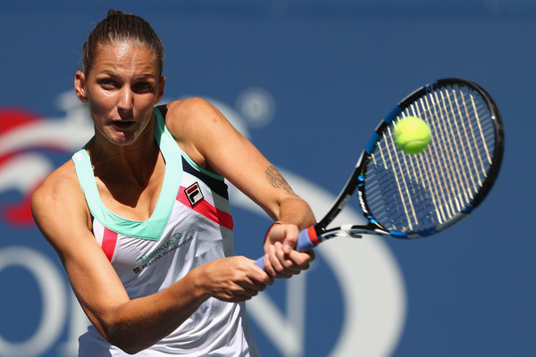 Karolina Pliskova in action against Jennifer Brady on the eighth day of play | Photo: Al Bello/Getty Images North America