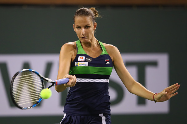 Karolina Pliskova in action at the BNP Paribas Open, being conquered by fellow top-10 player Svetlana Kuznetsova in straight sets | Photo: Clive Brunskill/Getty Images North America