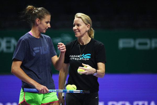 WTA Finals: Karolina Pliskova beats Venus Williams in Singapore