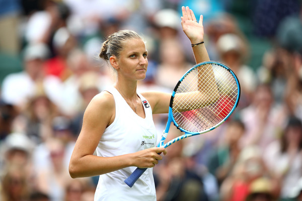 Karolina Pliskova applauds the crowd after earning the 6-3, 6-3 win | Photo: Clive Mason/Getty Images Europe