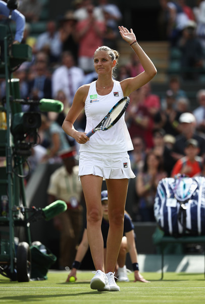 Karolina Pliskova applauds the supportive crowd | Photo: Julian Finney/Getty Images Europe