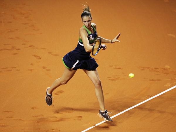 Karolina Pliskova hits a big forehand last week | Photo: Adam Pretty/Bongarts