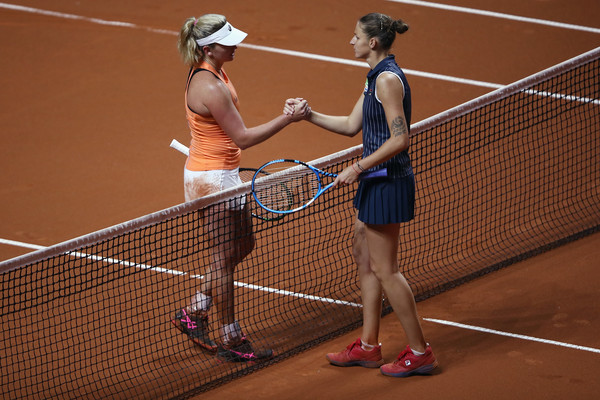 Vandeweghe and Pliskova meets at the net for the handshake after the match | Photo: Alex Grimm/Getty Images Europe