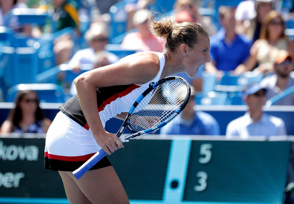 Karolina Pliskova celebrates after winning the opening set against Angelique Kerber during the final of the 2016 Western & Southern Open. | Photo: Andy Lyons/Getty Images North America