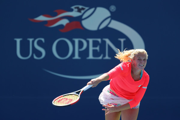 Katerina Siniakova serves during the match | Photo: Richard Heathcote/Getty Images North America