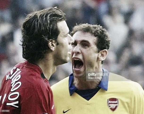 Martin Keown confronts Ruud van Nistelrooy (Photo: Shaun Botterill / Getty Images)
