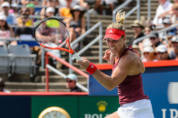 Angelique Kerber rips a forehand during the 2016 Coupe Rogers semifinals. Photo: Minas Panagiotakis/Getty Images