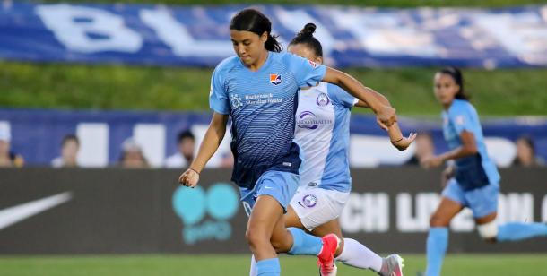 Sam Kerr driving forward for Sky Blue l Photo: Robyn McNeil/ isiphotos.com
