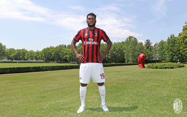 Kessié escolheu a camisa 19 (Foto: Divulgação/AC Milan)