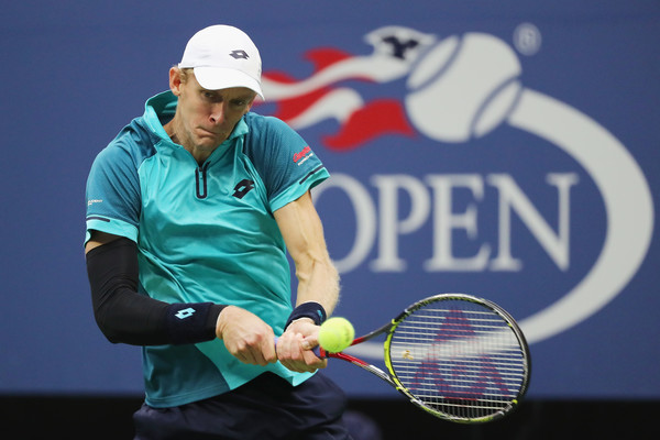 Kevin Anderson hits a backhand | Photo: Abbie Parr/Getty Images North America