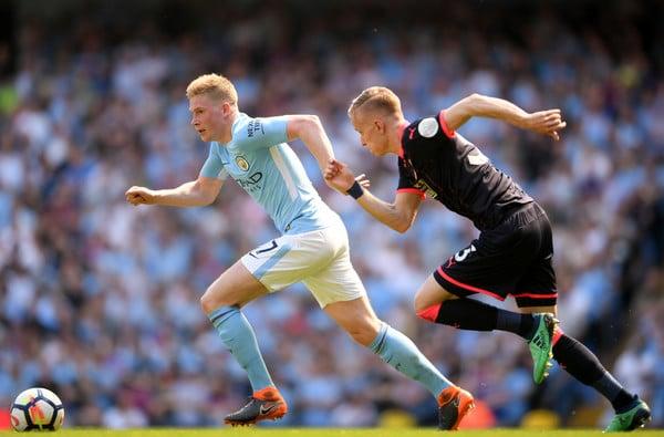 De Bruyne la temporada pasada ante el Huddersfield Town. Foto: Getty Images