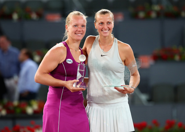 Kvitova and Bertens during the trophy ceremony after the marathon final | Photo: Clive Brunskill/Getty Images Europe