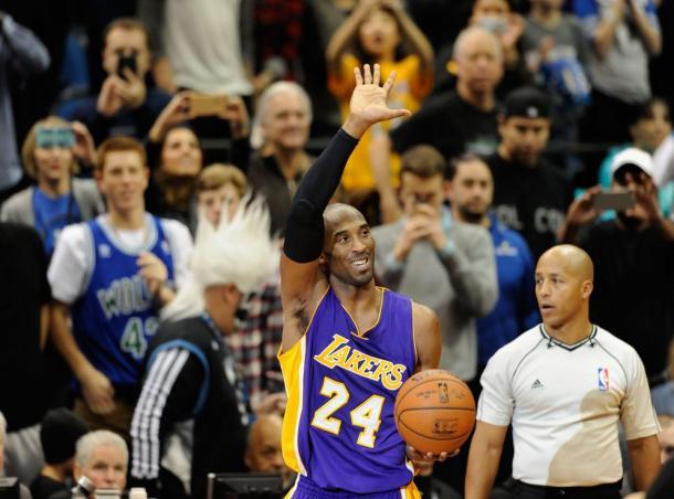 Kobe passou Michael Jordan em pontos na carreira em 2014, o 3º maior da história (Foto: Divulgação/NBA)