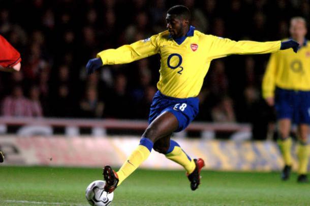 Touré foi zagueiro titular do Invincibles do Arsenal (Foto: Tony Marshall – Empics/PA Images via Getty Images)