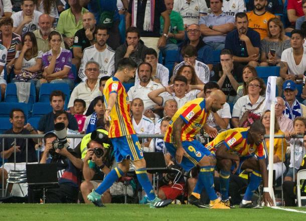 La curiosa esultanza di Kondogbia al Santiago Bernabeu in Real Madrid-Valencia 2-2   www .twitter.com (@Sporf)