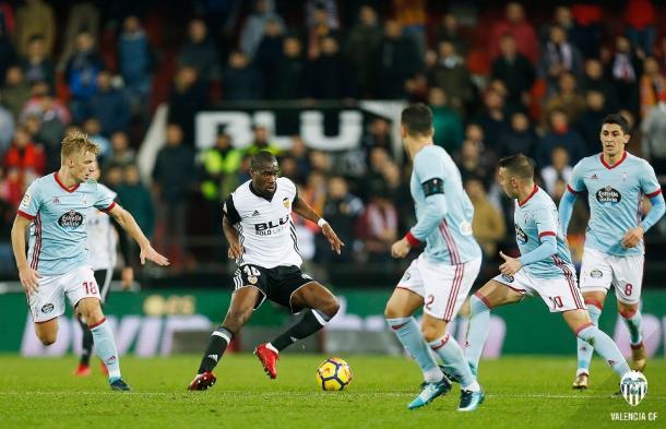 Geoffrey Kondogbia apareció cuando su equipo más lo necesitaba contra el Celta de Vigo. Fuente: Valencia CF