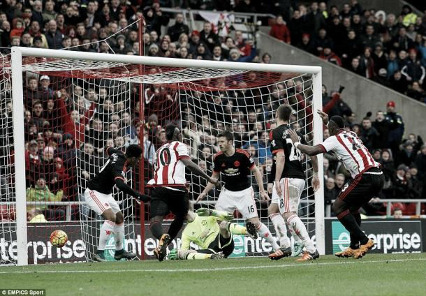 Above: Lamine Kone scoring his goal in Sunderland's 2-1 win over Manchester United | Photo: EMPICS Sport