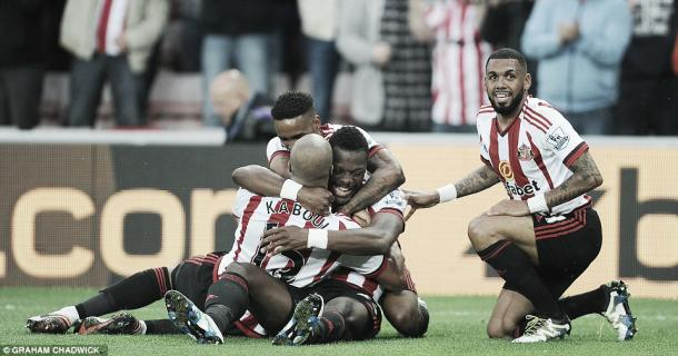 Above; A collective of Sunderland AFC players celebrating during their 3-0 win over Everton | Photo: Graham Chadwick