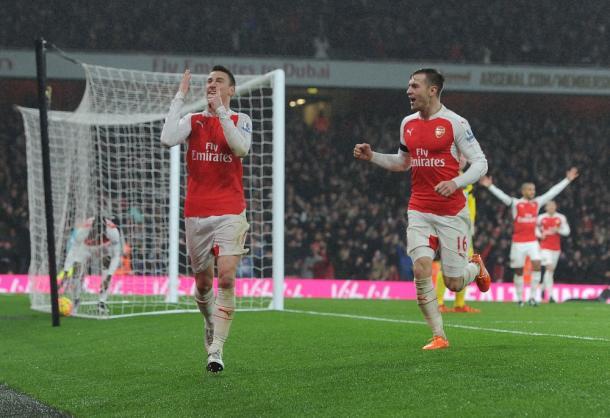 Koscielny celebra el gol ante el Newcastle que dejó al Arsenal líder | Fotografía: Arsenal