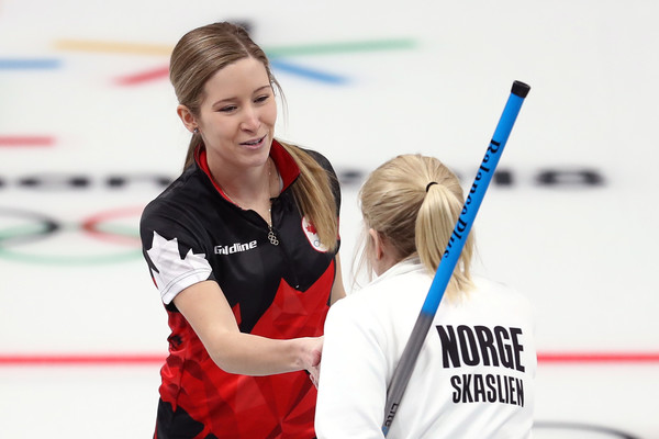 Lawes and Skaslien shake hands at the conclusion of the latch/Photo: Ronald Martinez/Getty Images