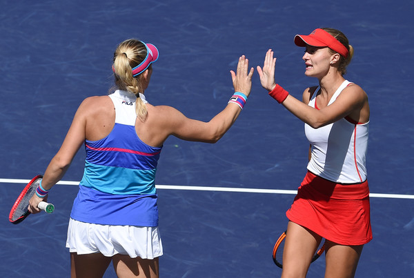 Babos and Mladenovic had the best possible start to the match, taking a 2-0 lead | Photo: Kevork Djansezian/Getty Images North America