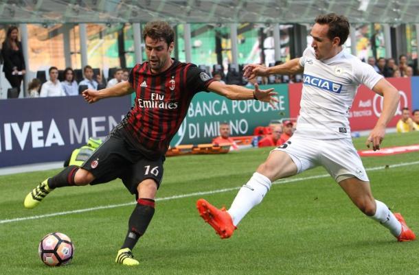 Kums nella sfida con il Milan.  Fonte: www.facebook.com/UdineseCalcio1896