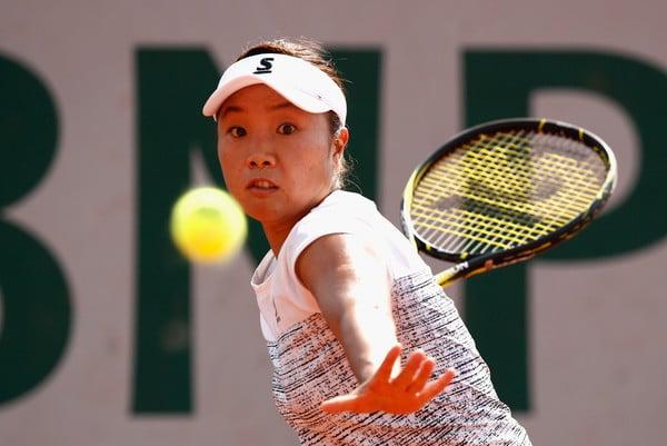 Kurumi Nara hits a forehand
