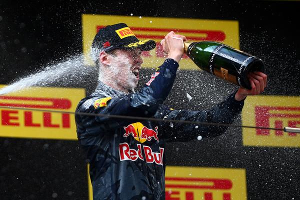 O pódio na China, ainda pela Red Bull, foi o último bom momento de Kvyat no ano (Foto: Dan Istitene/Getty Images)
