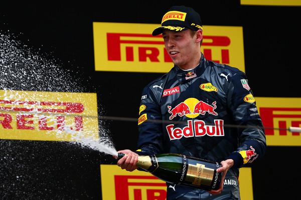Kvyat conquistou o único pódio da Red Bull até agora em 2016, com o terceiro lugar na China (Foto: Dan Istitene/Getty Images)