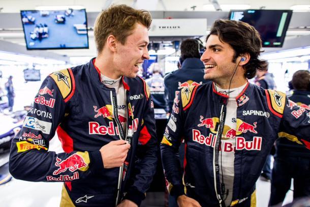 Daniil Kvyat (esq.) e Carlos Sainz Jr (dir.) mantém a dupla para 2017 (Foto: Divulgação/Scuderia Toro Rosso)