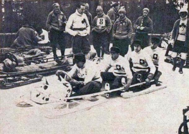 Equipo Olímpico suizo de Bobsleigh en Chamonix 1924. PD.