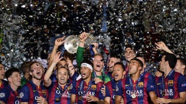 Il Barcellona alza la coppa dalle grandi orecchie