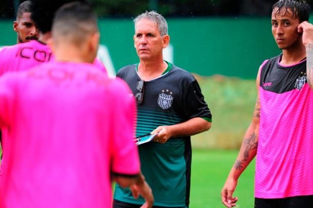 Edson Leivinha foi o técnico contratado para comandar o União Barbarense na A2 (Foto: Sanderson Barbarini/Foco no Esporte)