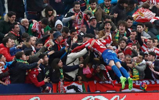 Burgui celebra el gol con la afición desplazada a Butarque // Imagen: LaLiga