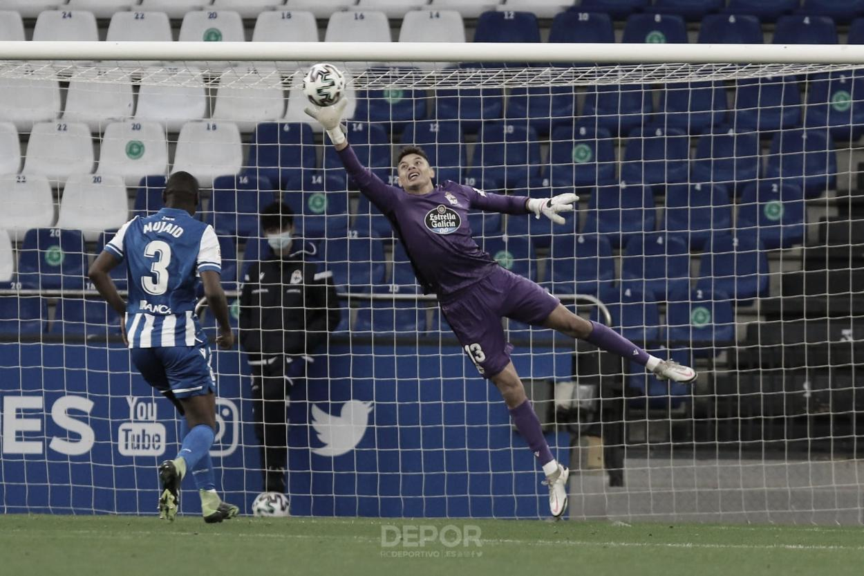 Lucho García realizando una parada contra El Ejido en Copa del Rey. Foto: rcdeportivo.es