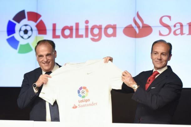 Imagen del acuerdo entre LaLiga y el Banco Santander. Foto: noticiasbancarias.com