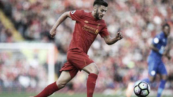 Lallana en un partido con el Liverpool. Foto: Premier League.