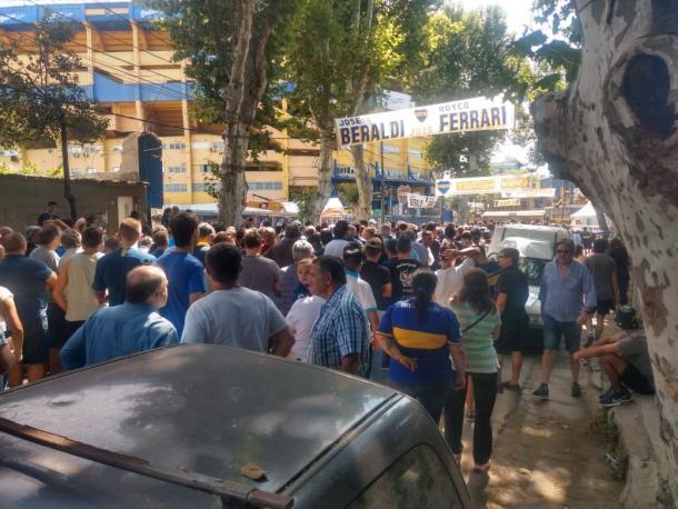 La congregación de socios esperando para votar. Foto: Tomás Fuertes