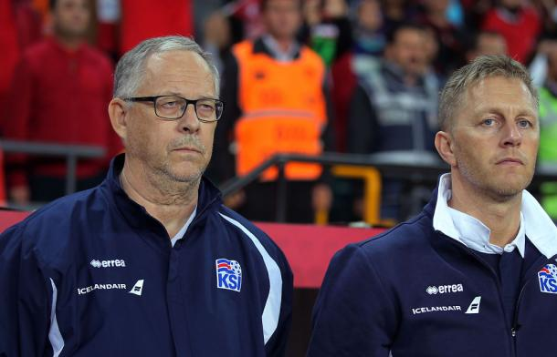Lars Lagerbäck junto a Heimir Hallgrímsson en un partido de Islandia | Foto: UEFA
