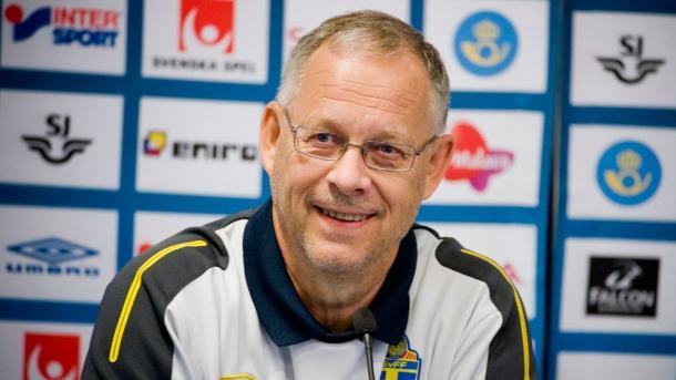 Lagerbäck en una rueda de prensa con la selección sueca | Foto: SvFF