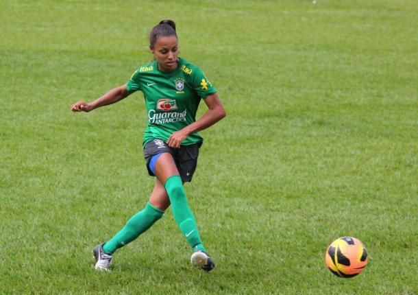 Jogadora foi uma das presentes ao último título da Amarelinha, em 2014 (Foto: André Borges/ComCopa/CBF)