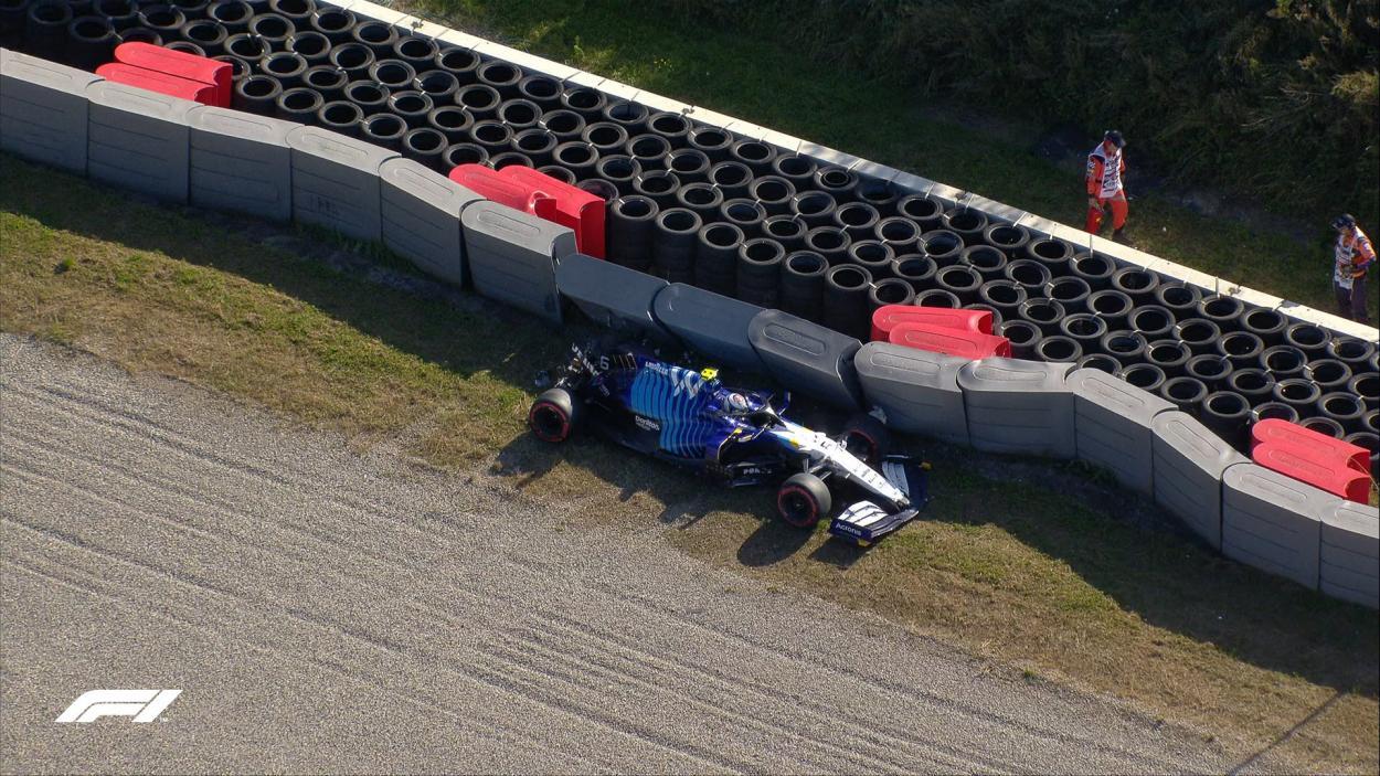 <strong><a href='https://vavel.com/es/motor/2021/08/04/formula1/1080887-williams-libera-a-dan-ticktum.html'>Nicholas Latifi</a></strong> golpeando las barreras de Zandvoort. (Fuente: Twitter @F1)