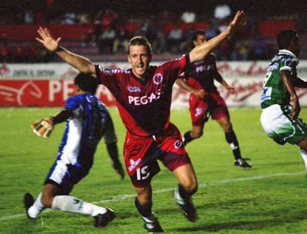 Gol de Carlos Casartelli en el juego de Ida promocional / Foto: Récord
