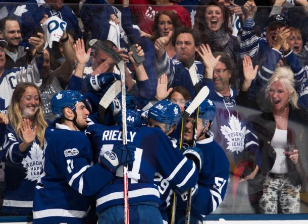 The Leafs and their fans celebrates Auston Matthews' goal. Photo: Mark Blinch/Getty Images