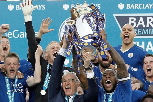 Leicester City levanta la copa de campeón