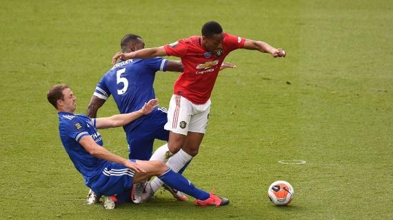 Martial disputando el balón. Foto: Premier League