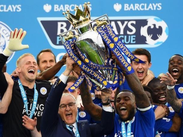 Il Leicester festeggia il titolo, sportsmole.co.uk