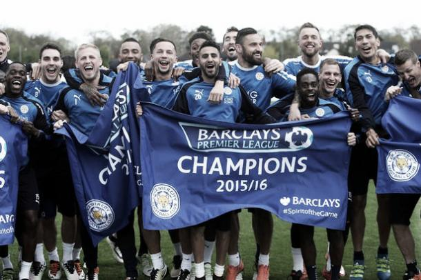 Leicester City players celebrate winning the Premier League Title during a training session. | Photo: Getty Images