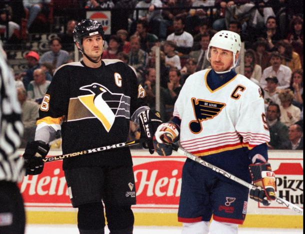 Lemieux y Gretzky en un partido entre Pittsburgh y St. Louis / USA Today