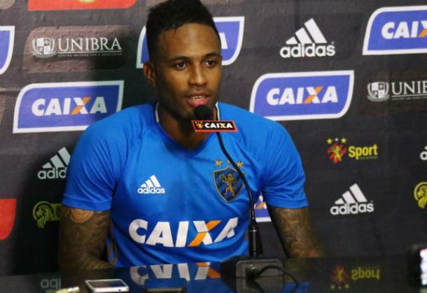 Lenis possui contrato junto ao Leão até o fim de 2019 e vai atuar pela primeira vez no país natal